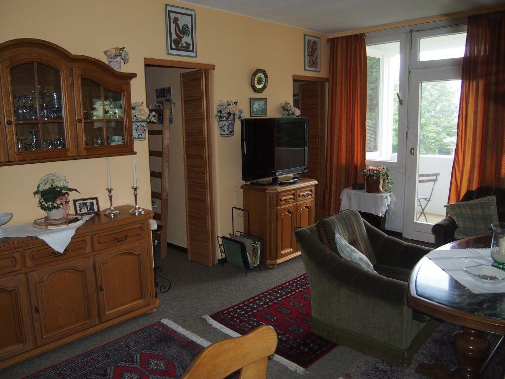 Wohnzimmer mit TV – Löwen Immobilien Hildesheim