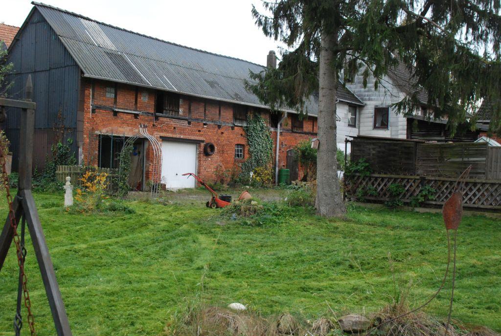 Garten mit Scheune